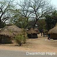 lundazi_road_huts